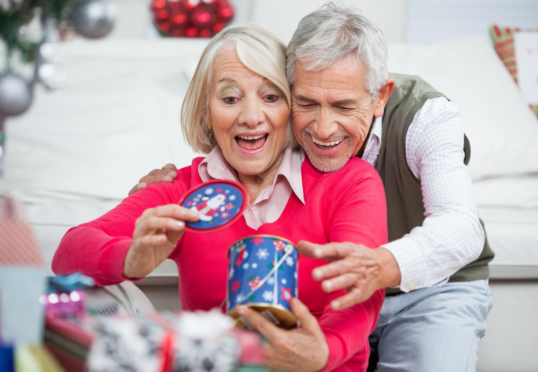 Die 9 besten Weihnachtsgeschenke für Oma & Opa   Preis.de SparBlog